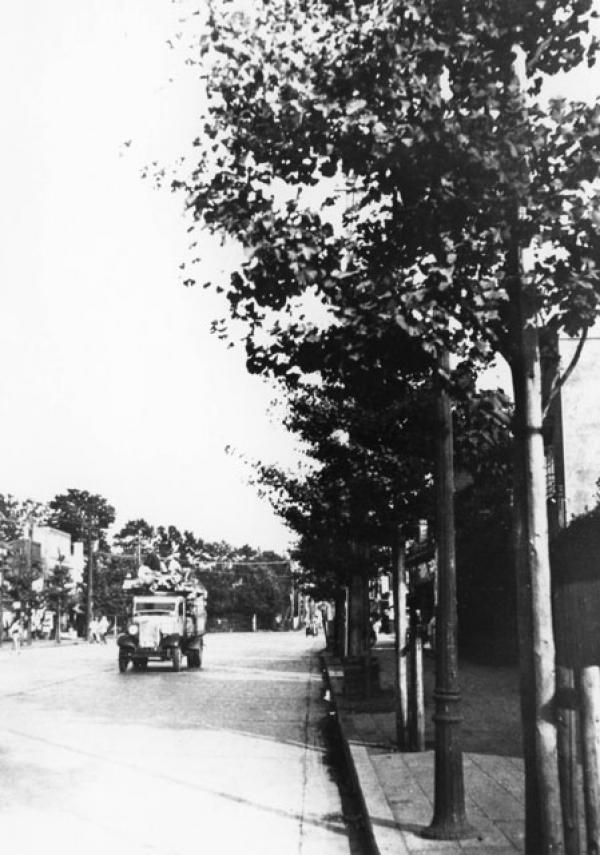 昭和12年青梅街道四面道付近(写真提供:杉並区広報課)