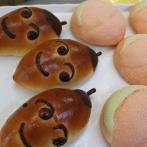 どんぐりパン(左)、桃パン(右)