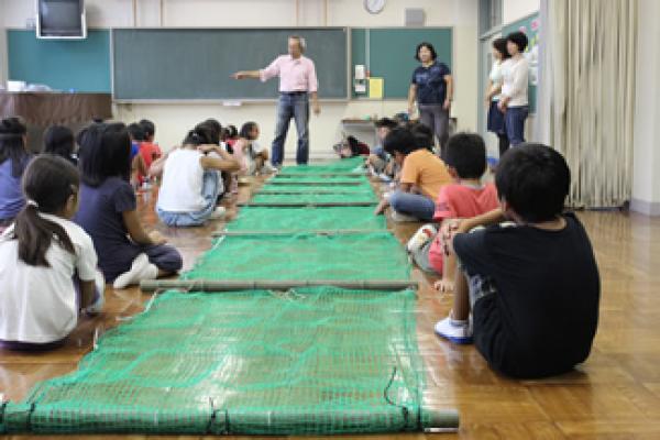 次の学年のために代々引き継がれるヤゴフロート製作