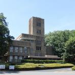 1945(昭和20)年5月に接収された本館。3階の室内で機密資料が焼却された