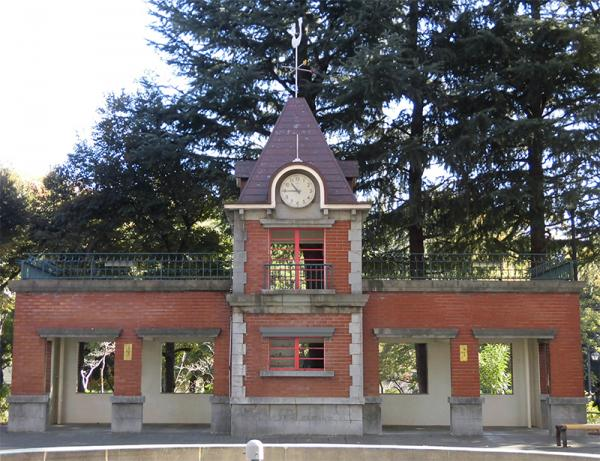 記念撮影したくなる、赤レンガ造りのすてきな「ミニ東京駅」