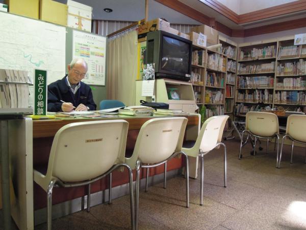 「みどりの相談所」は毎週土・日曜日の9:00-12:00、13:00-16:30に利用できる