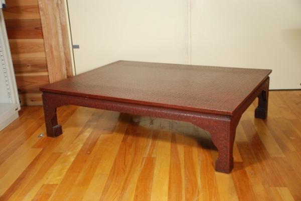 籃胎漆器座卓(写真提供:杉並区立郷土博物館)