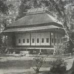 明治天皇が利用された御小休所。茶屋風の茅葺(かやぶき)屋根で、非常に簡素な造りだったと伝えられる(出典:『躍進の杉並』)