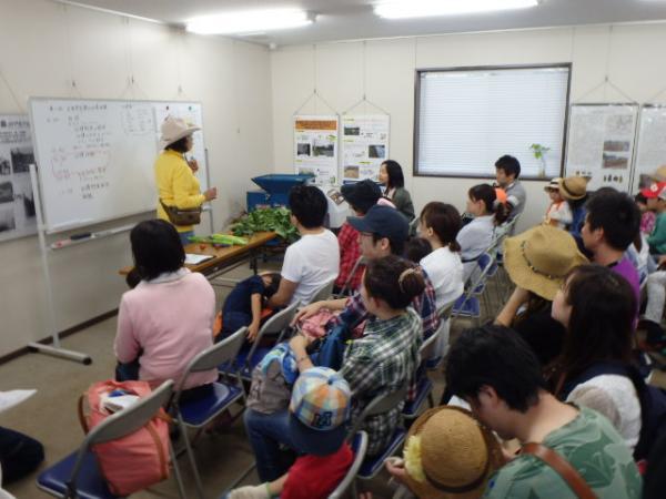 収穫体験の前に開催された講座(写真提供:都市農業係)