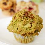 食べごたえのあるサイズと食感が人気の「抹茶&有機甘栗&そば茶」のマフィン
