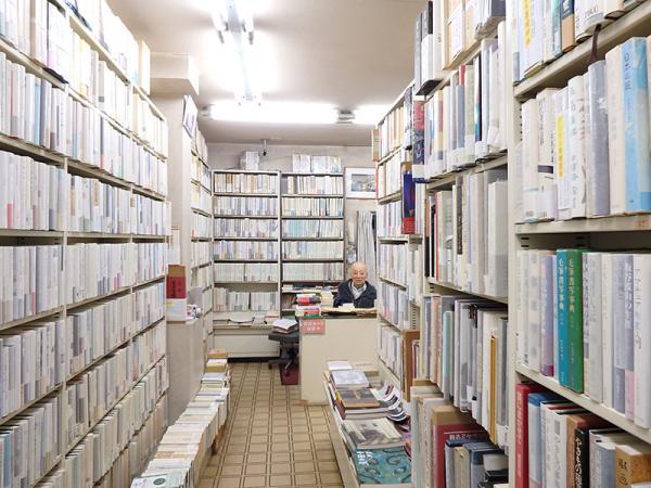 珍しい本や学術書を求めて来店する客もいる