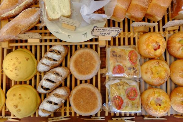 毎日、おおよそ20~30種類のパンが並ぶ