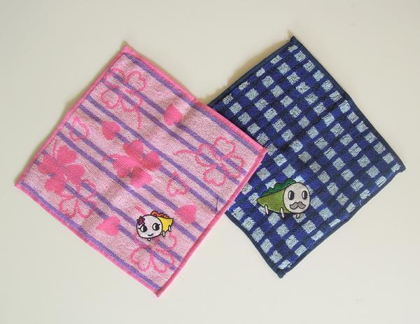 左:刺繍ハンカチ(ナミー)<br>右:刺繍ハンカチ(なみきおじさん)