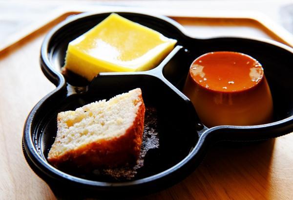 デザート類も充実。デザート盛り合わせ(380円)の3種のデザートは、日によって異なる